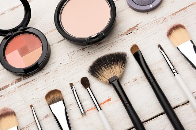 6 Tips Make Up Untuk Wajah Berjerawat