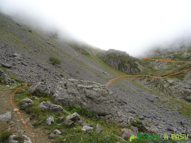 Ruta a Peña Chana: Cruzando pedrera