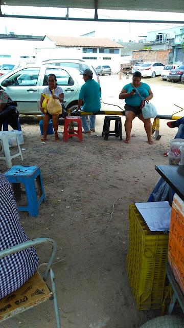 Usuários reclamam de precariedade em ponto de ônibus da AG-Turismo, em Alagoinhas