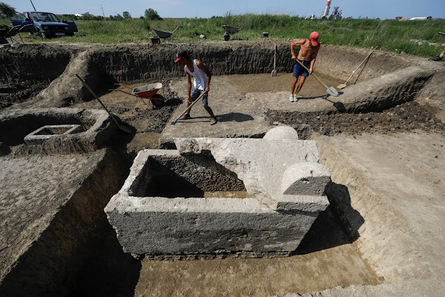 Serbian archaeologists find sarcophagus with two skeletons and jewellery in Roman city of Viminacium