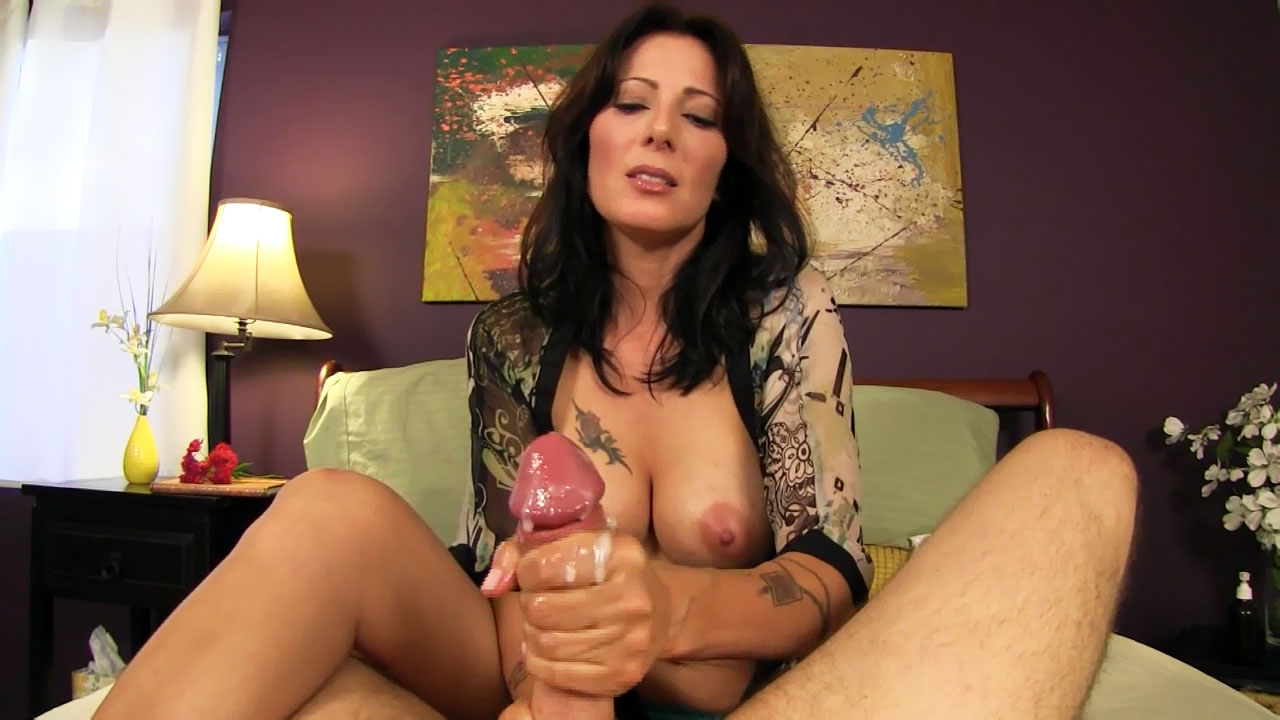 Video clips mommie gives handjob