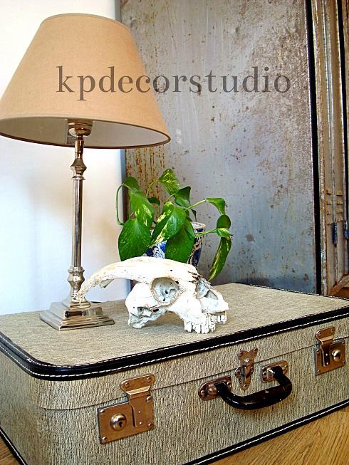 dde5472bc venta de maletas antiguas para decoradores. Maleta vintage color blanca años  60