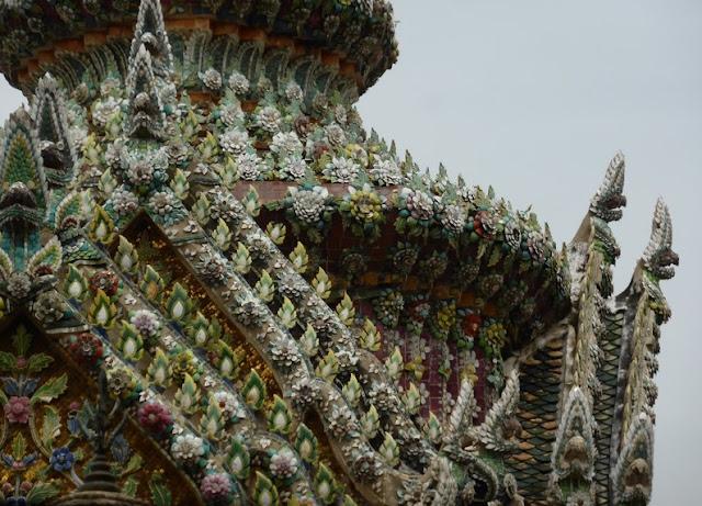 Detalle de la decoración del Phra Gandhararat