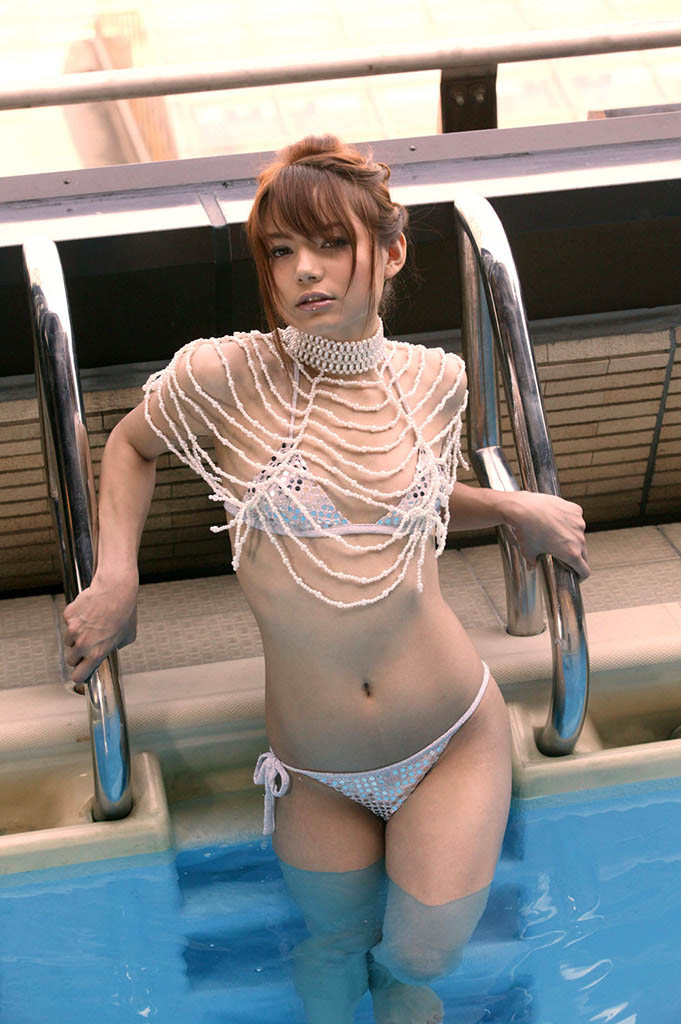 tina yuzuki sexy bikini pics 02