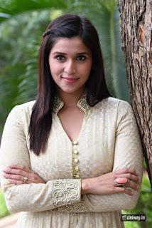 Mannara-Chopra-Stills-at-Thikka-First-Look-Launch