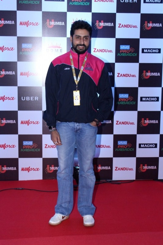 "Abhishek Bachchan and Amruta Fadnavi at Red Carpet of Opening day of ""Pro Kabaddi"""