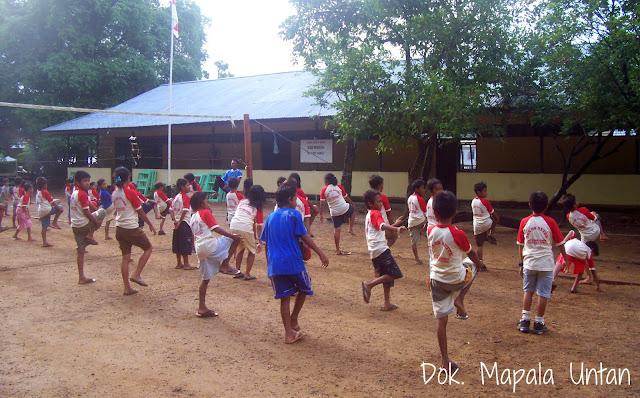 sekolah dasar di desa betok, pulau karimata