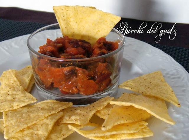 Fagioli rossi alla messicana con tacos croccanti