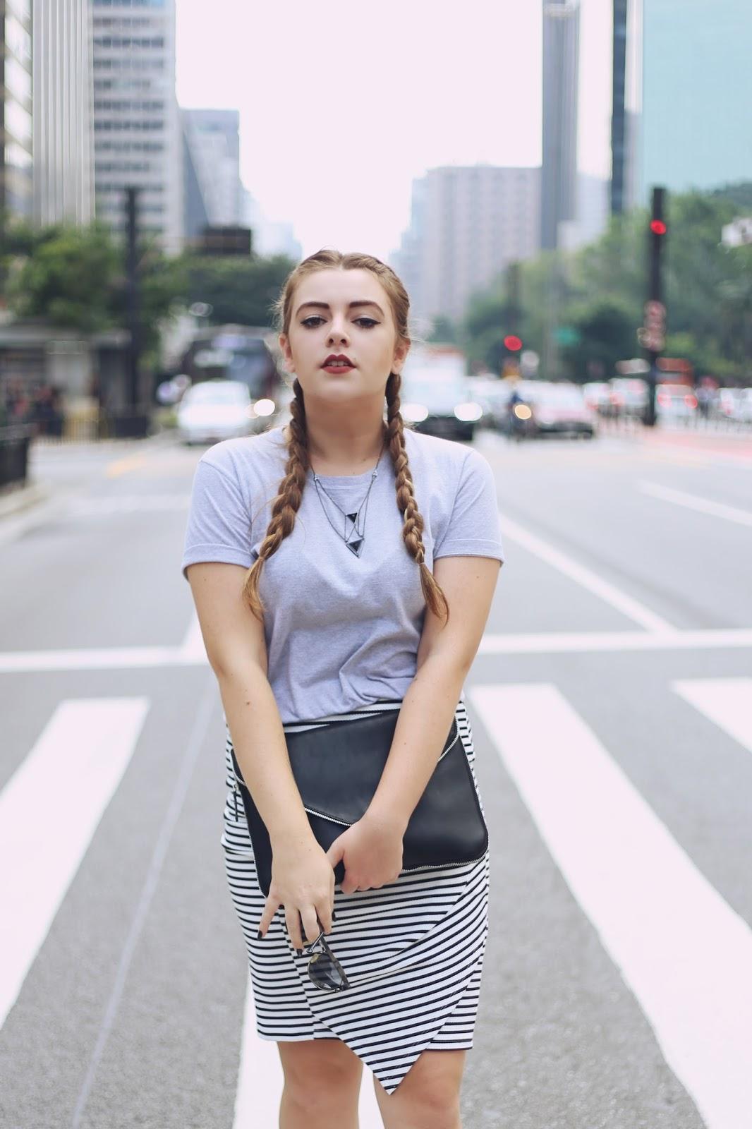 Muitas vezes Look Saia Lápis Listrada + Tênis Branco + Avenida Paulista  SV54