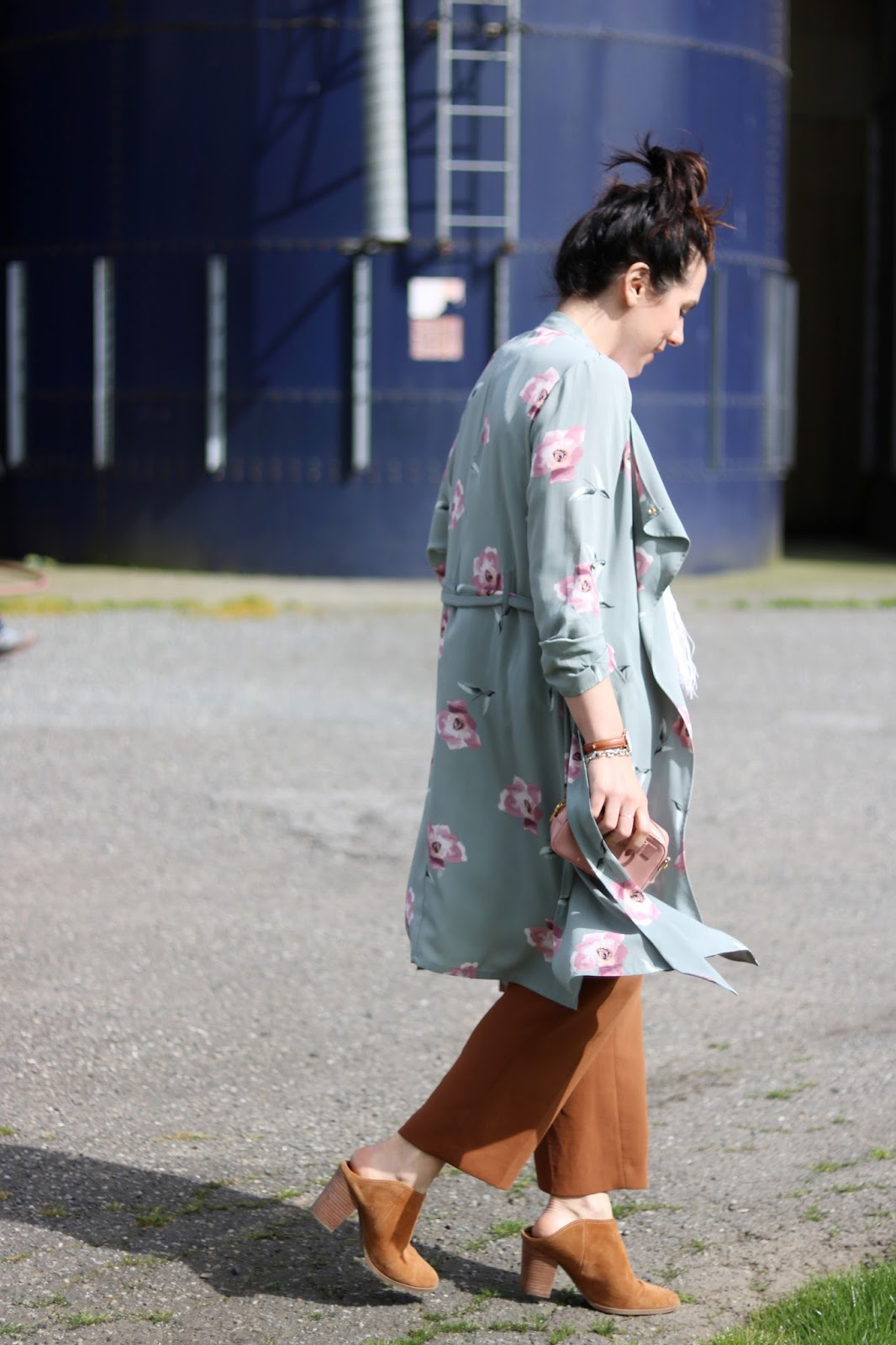 Le Chateau floral trench coat outfit vancouver fashion blogger aleesha harris birchwood dairy abbotsford