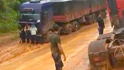 Caminhoneiros de MT que estão parados em atoleiros na 163 no Pará começam a ficar sem comida