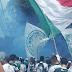 Torcedores do Palmeiras vão até a porta do CT apoiar os jogadores para o confronto de amanhã contra o Corinthians