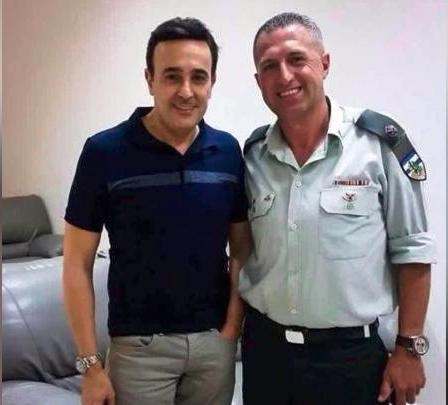اسرار وتفاصيل صورة صابر الرباعى مع ضابط اسرائيلى