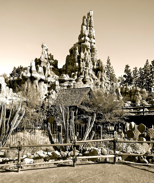 Big Thunder Railroad: A Couple Quick pictures : Disneyland picture of the day