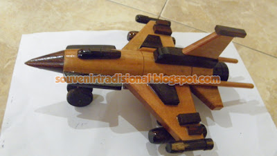 Miniatur Pesawat Unik Model F16 Putih