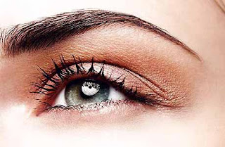 6 Cara Praktis Merawat Alis dan Bulu Mata