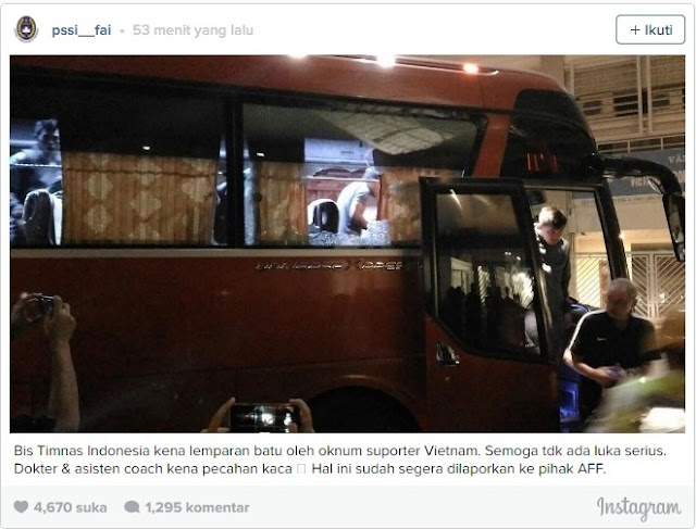 Breaking News: Suporter Vietnam Lempari Bus Timnas Indonesia Dengan Batu