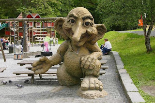 troll no topo do Monte Fløyen