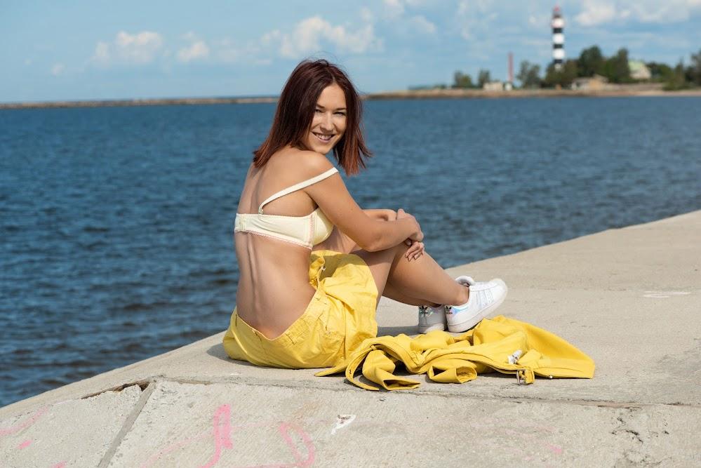 MetArt Mina Sunny Yellow - Girlsdelta