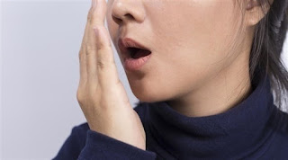 لماذا تشبه رائحة الفم الأسيتون في بعض الأحيانً؟
