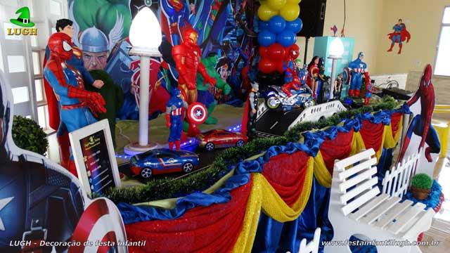 Decoração de mesa luxo de tecido Super Heróis - Festa de aniversário