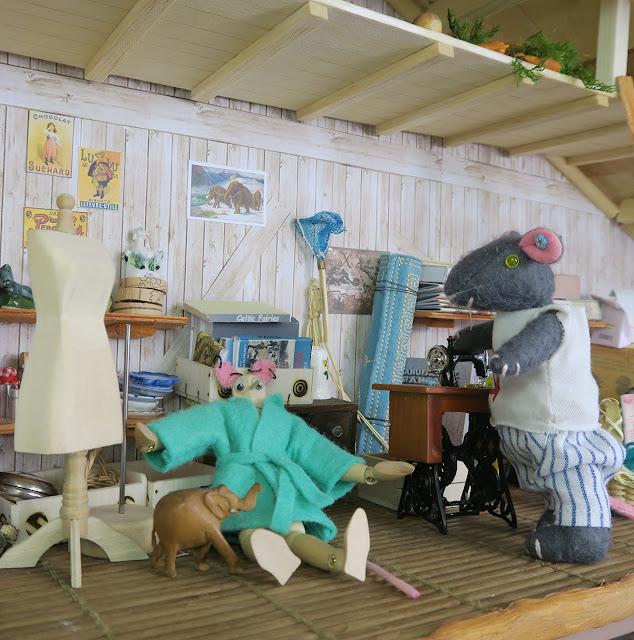attic - grenier - mannequin