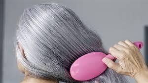 التخلص من الشعر الأبيض بمياه البطاطس بعد غليها