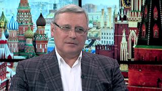 отключает Россию от внешнего мира и боится что-либо менять