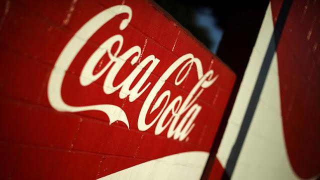Hospitalizan a una niña italiana que se bebió una lata de Coca-Cola con un gusano