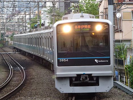 小田急線 各停 伊勢原行き 2000形(平日7本運行)