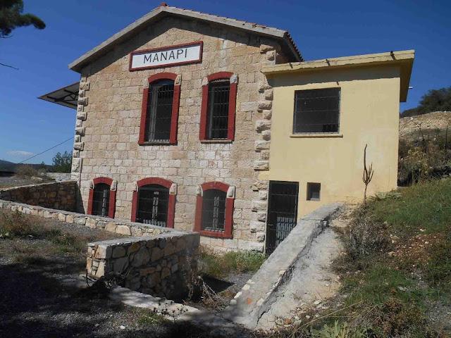 Ο κανιβαλισμός του σιδηροδρομικού κτηρίου στου Μάναρη