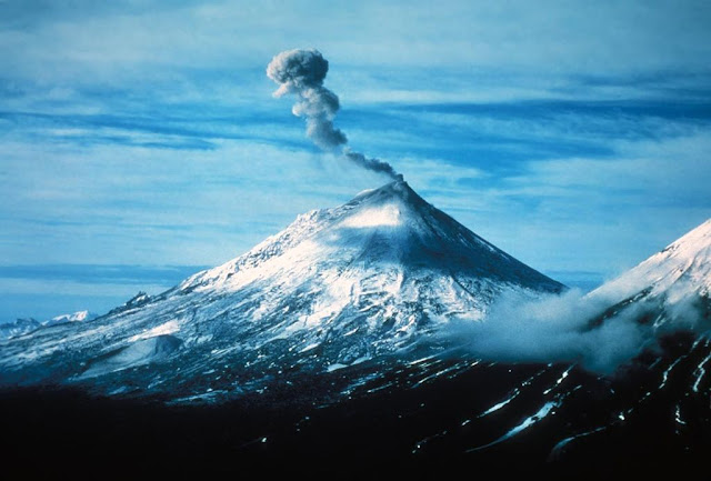 Eruption of Mount Pavlof in Alaska