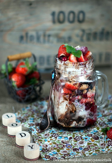 deser, lody, partfait, lodowe partfait, bernika, kulinarny pamietnik, owoce, truskawki