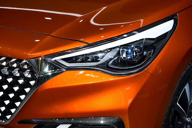 2017 Hyundai Verna headlight