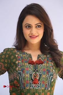Actress Shruti Sodhi Pictures at Meelo Evaru Koteeswarudu Trailer Launch  0006.JPG