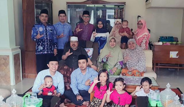 As'at Malik bersama dengan keluarga