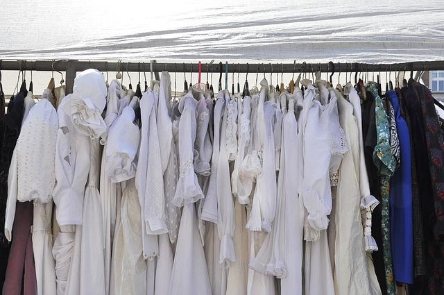 Daripada laundry baju, dengan mencuci baju sendiri kamu bisa lebih menghemat uang jajan bulanan kamu.