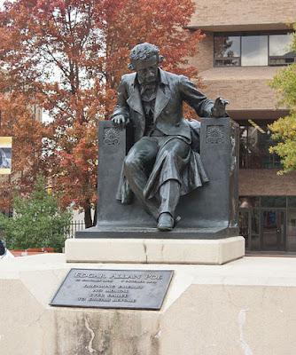 Poe estatua