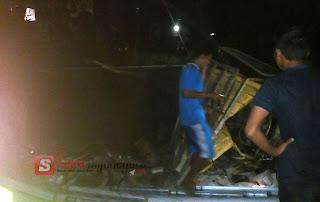 Akibat Rem Blong Truck Ini Hantam Rumah Dan Pengemudi Motor