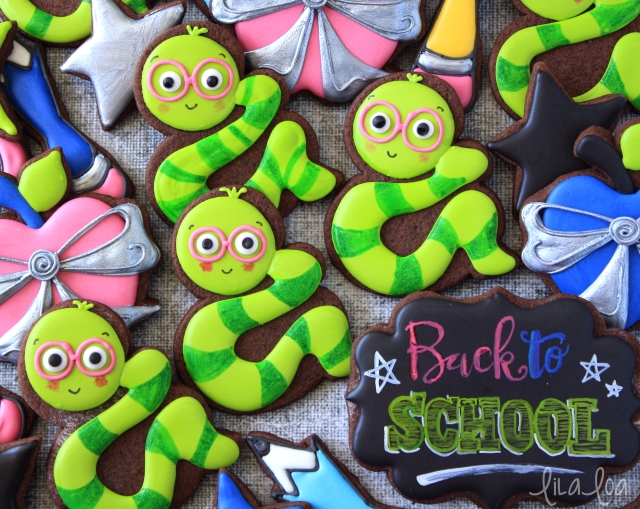 Cookie decorating tutorial - bookworm cookies for school!