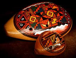 O Dia Internacional dos Povos Indígenas é comemorado anualmente em 9 de agosto. O principal propósito desta data é lembrar a importância da conscientização sobre a inclusão dos povos indígenas nos direitos humanos, sendo que muitas vezes são marginalizados ou excluídos. Outra finalidade é garantir a preservação da cultura tradicional de cada um dos povos indígenas, como fonte primordial de sua identidade. O Dia Internacional dos Povos Indígenas ainda presta homenagem a todas as contribuições culturais e sabedorias milenares que esses povos transmitiram para as mais diversas civilizações no mundo. De acordo com o senso demográfico de 2010, no Brasil existem mais de 800 mil indígenas, representando aproximadamente 305 etnias diferentes, com cerca de 274 línguas indígenas. Esses dados mostram que no Brasil ainda existe uma cultura indígena muito forte e que deve ser preservada. Além do Dia Internacional dos Povos Indígenas, no Brasil ainda se comemora o Dia do Índio, em 19 de abril.
