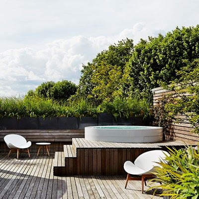 jacuzii pe terasa, proiect jacuzzi gradina terasa lemn, mobilier gradina modern simplu, lemn gri, lemn tratat terasa, gradina acoperis