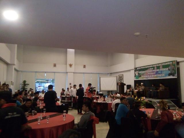 Foto Di acara buka puasa bersama oleh Polda Sulbar dan Media