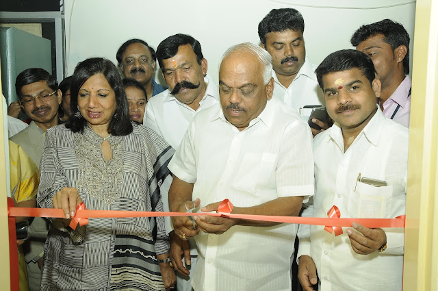 Ramesh Kumar and Kiran Mazumdar Shaw launching the eLAJ smart clinic by cutting a ribbon