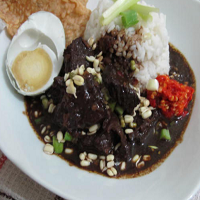 Resep Rawon Buntut Sapi Khas Jawa Timur Lengkap Dengan Nasi Putih, Taoge, Kerupuk Tempe dan Sambal Terasi