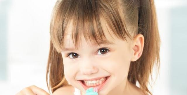9 نصائح طبية للعناية بأسنان طفلك الدارج