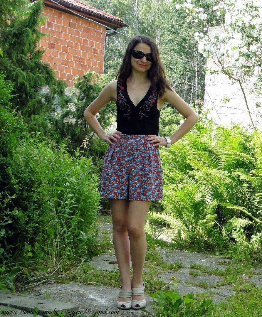 http://maria-tamara-moda-i-szycie.blogspot.com/2014/06/szorty-z-burdy-na-dwa-sposoby.html