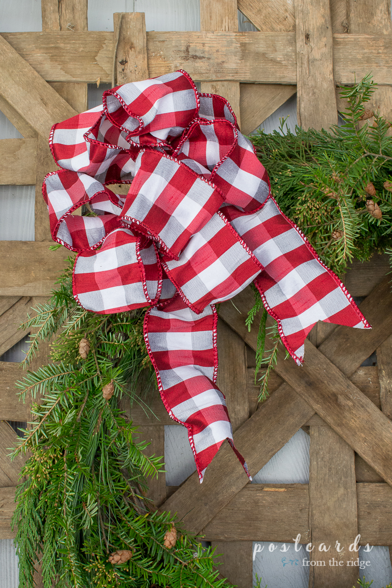I love this wreath on the old tobacco basket! Lots of other great ideas on this site.