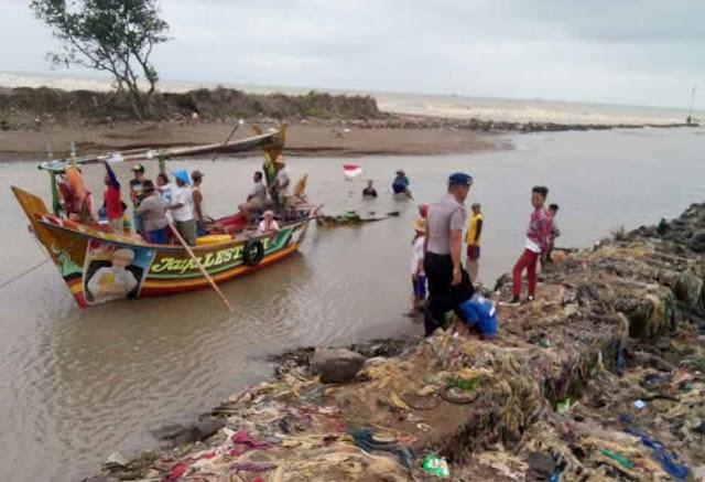 nelayan indramayu terganggu muara dangkal