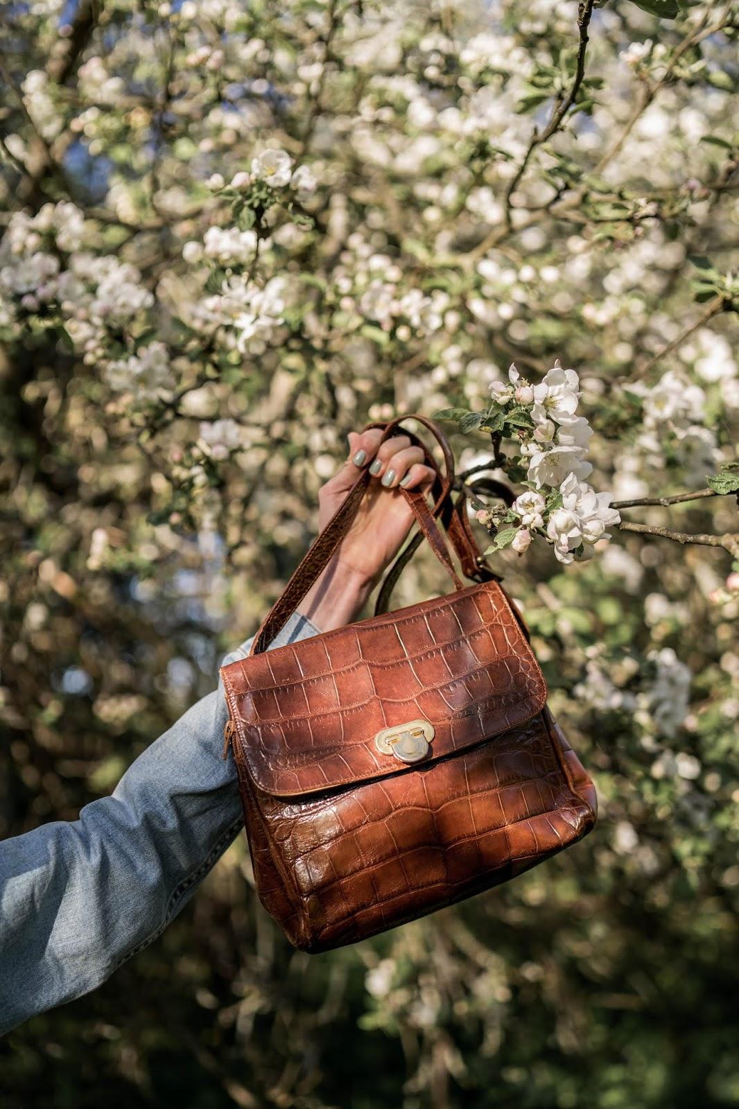 Vintage crocodile effect tan coloured crossbody handbag, Furla - Vintage, krokotiilikuvioitu ruskea olkalaukku, Furla